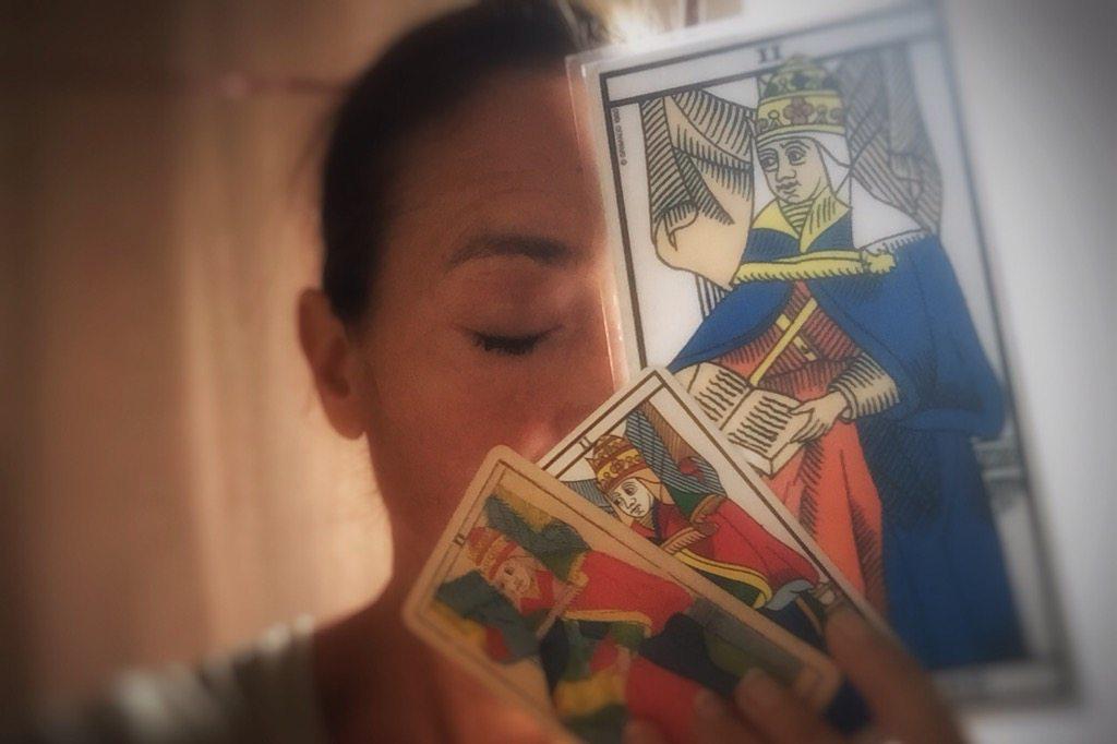 Tarot de Marseille, arcane II, La Papesse, apprendre le tarot, école de tarot, arcane majeur, Hélène Scherrer, pratique du Tarot, ClairConscience, intuition, confiance en soi
