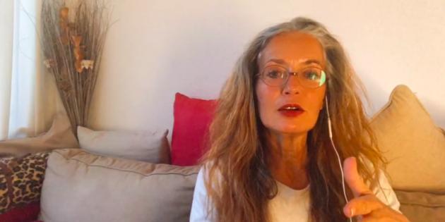 Hélène Scherrer, Créatrice de ClairConscience, Tarot-coach et formatrice en éveil de l'intuition